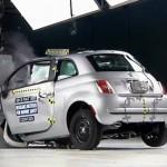 Kleine auto's falen jammerlijk bij nieuwe crashtest [video]